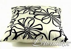 Dekorativní polštářek s květy-krémový